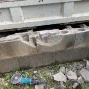 ブロック塀の解体中