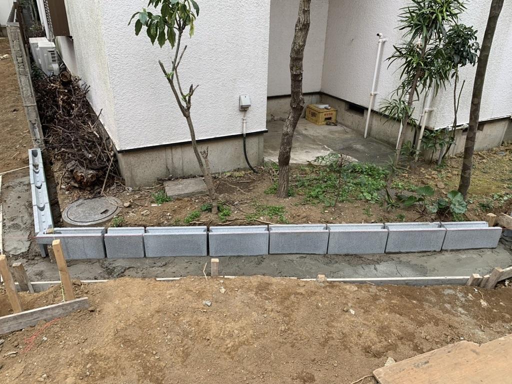 コンクリートブロックの土留め