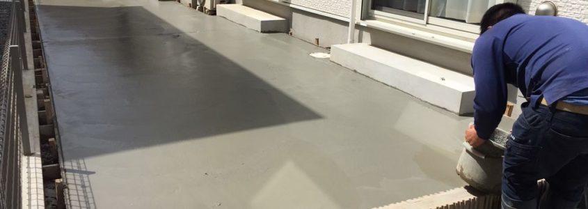 土間のコンクリート打設中