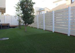 人工芝と目隠しフェンス